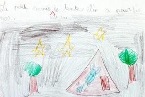 Enfant dessine une histoire
