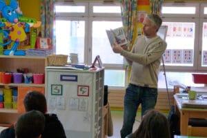 Présentation d'un livre à l'école par son auteur